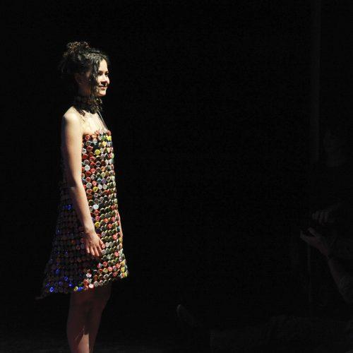 Doppen verwerkt tot jurk voor eindexamen mode
