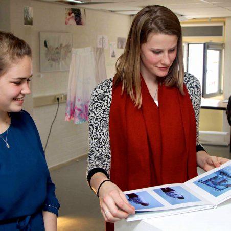 Leerlingen exposeren hun eindexamenwerk Kunst Beeldend in Minerva